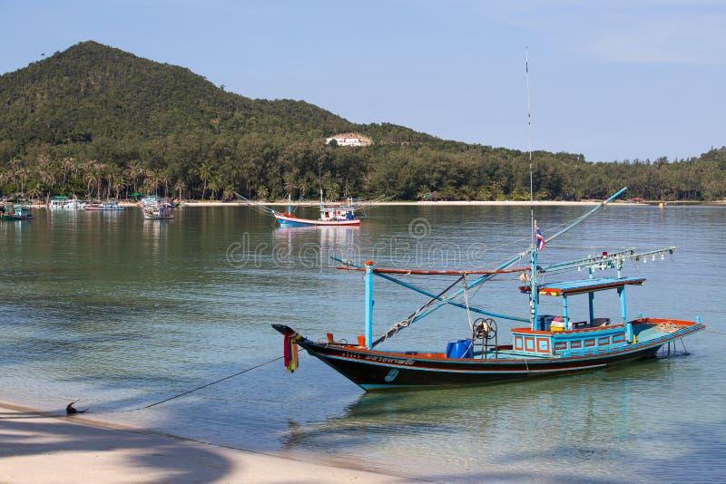Tajlandzkie łodzie rybackie w morzu Wyspy Koh Phangan, Tajlandia obrazy royalty free