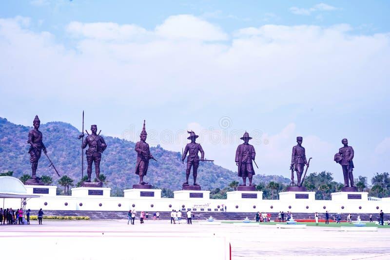 Tajlandzkie królewiątko statuy przy Rajabhaktipark obraz royalty free