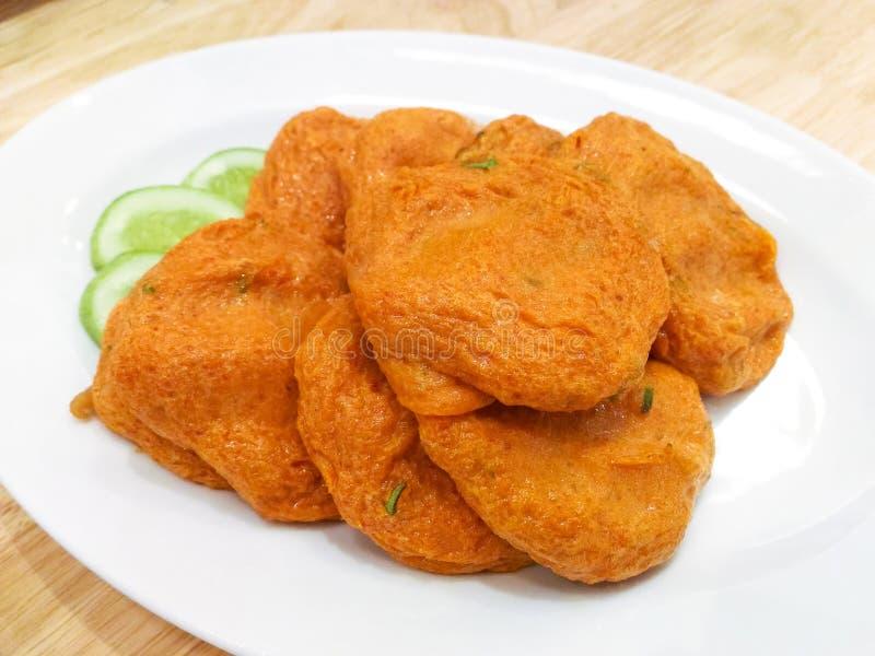 Tajlandzkie rybiego torta tod mun śliwki zdjęcia stock