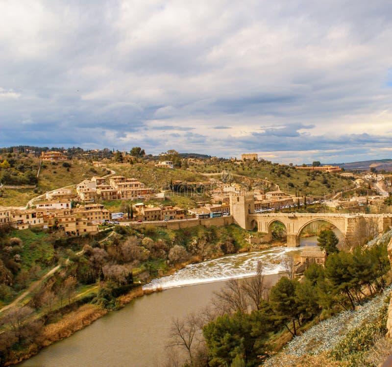 Tajo flod från ovannämnt i den Toledo staden, Spanien arkivbilder