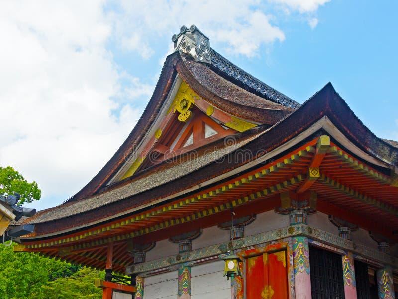Tak av den japanska templet i Kyoto fotografering för bildbyråer