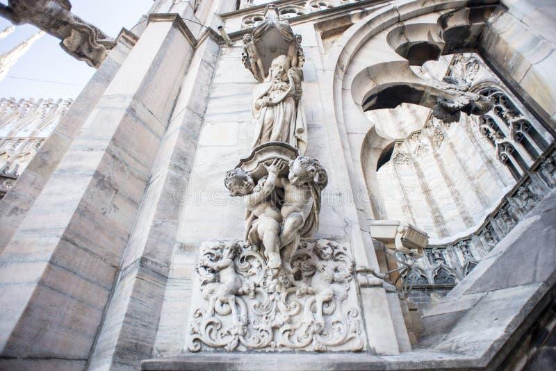 Tak av Duomodomkyrkan, Milan fotografering för bildbyråer