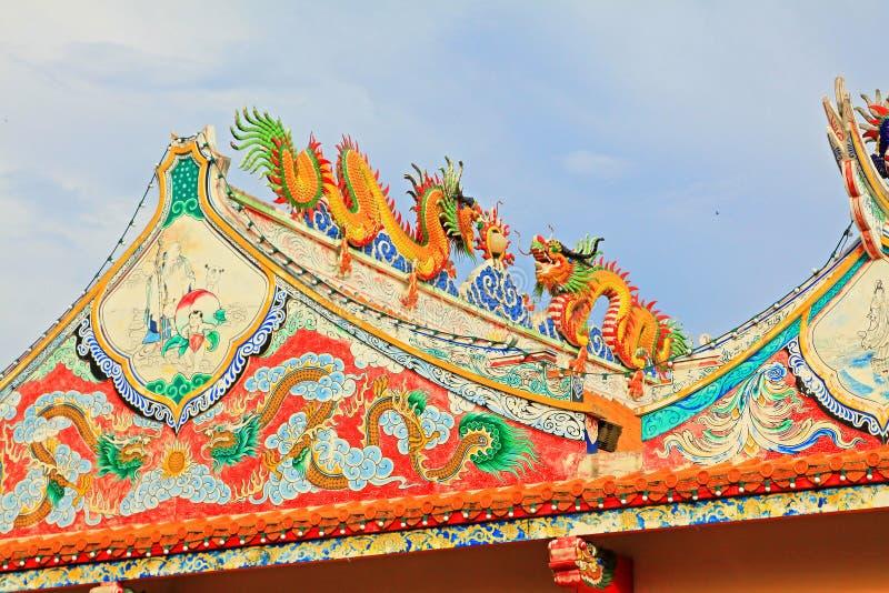 Tak av Hai Lam Ban Don Shrine, Surat Thani, Thailand arkivbilder