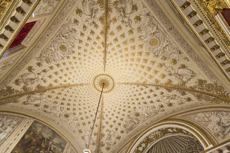 Tak i Peter den stora Hall The State Hermitage Museum St Petersburg Ryssland royaltyfri foto