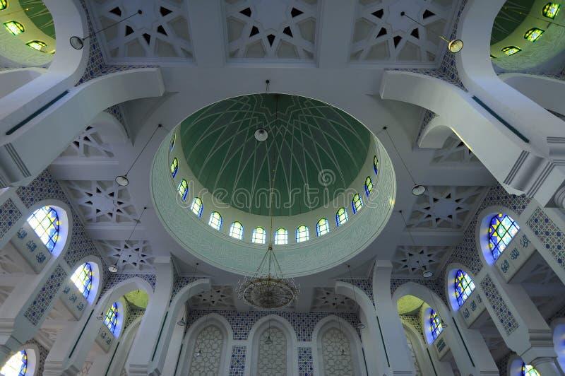Tak Iterior av Sultan Ahmad 1 moské i Kuantan royaltyfri fotografi