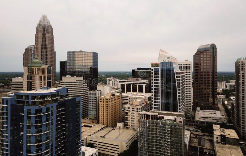 Tak och byggnader för flyg- sikt på Charlotte North Carolina arkivfoto