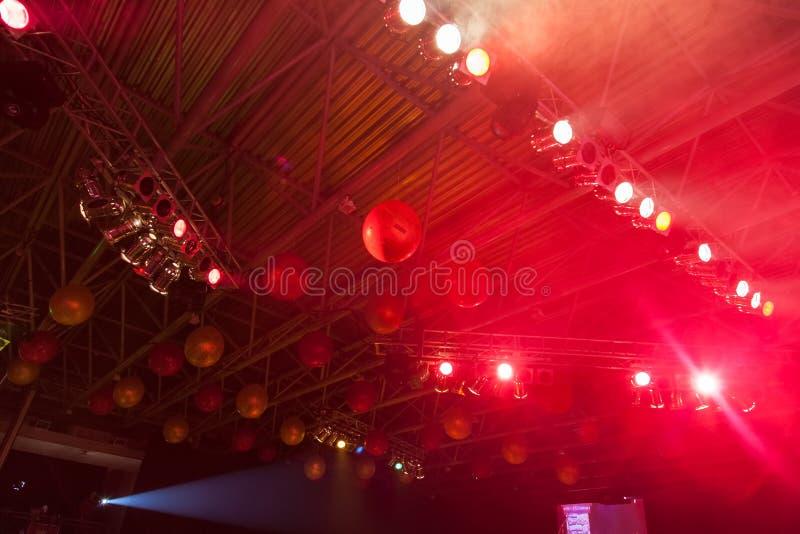 Tak som dekoreras med ballonger arkivfoto