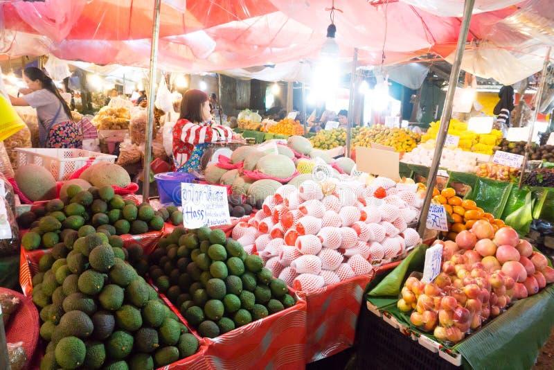 TAK, Tailandia - ottobre 27,2017: Mercato di GoaHong, il selli del mercato immagine stock libera da diritti