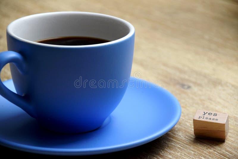 Tak zadawala filiżanka kawy obrazy royalty free