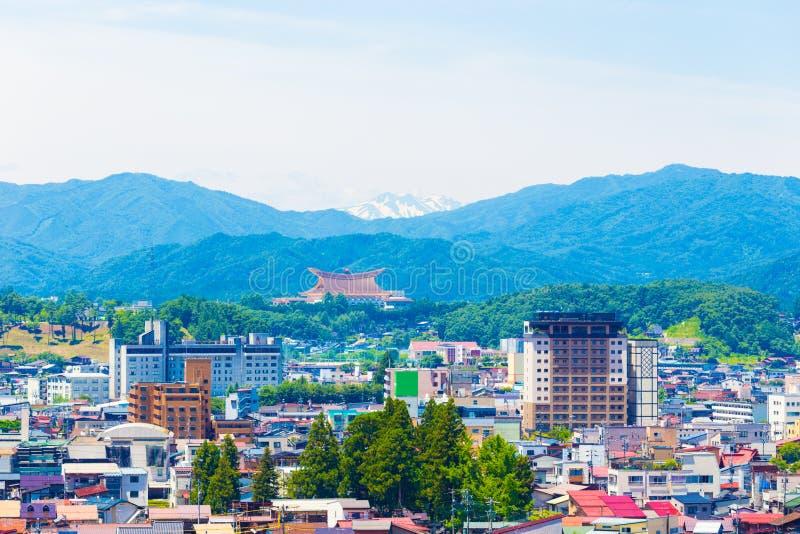 Takayama-Stadt-Landschaft Schnee-mit einer Kappe bedeckter Berg H stockfoto