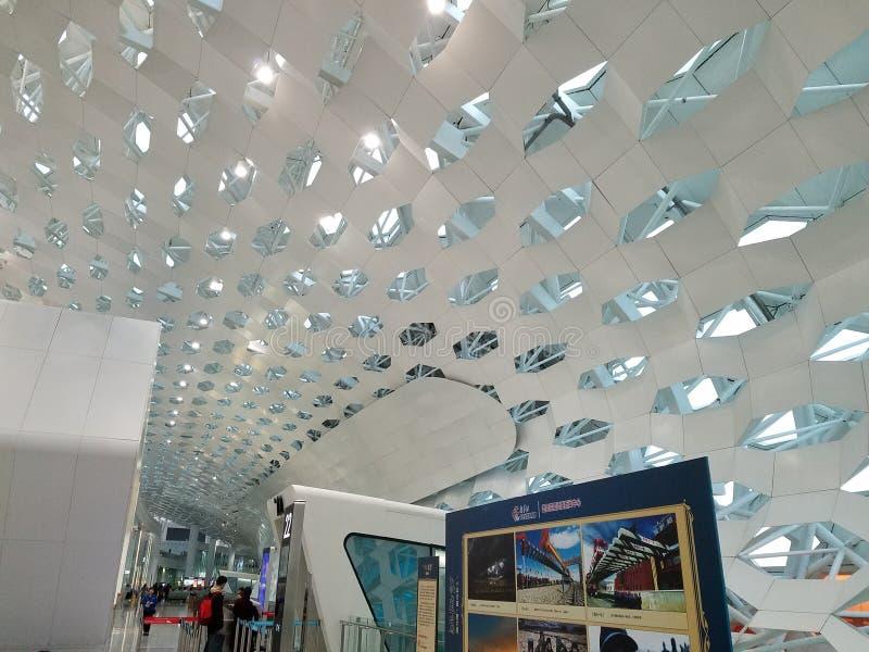 Takdesign av den Shenzhen flygplatsen i Kina royaltyfria foton