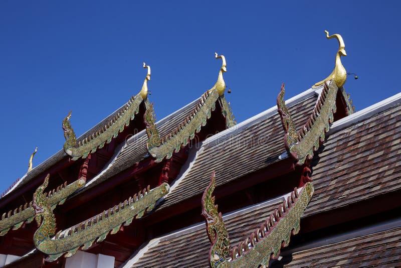 Takdetalj av Buddhatemplet royaltyfria bilder