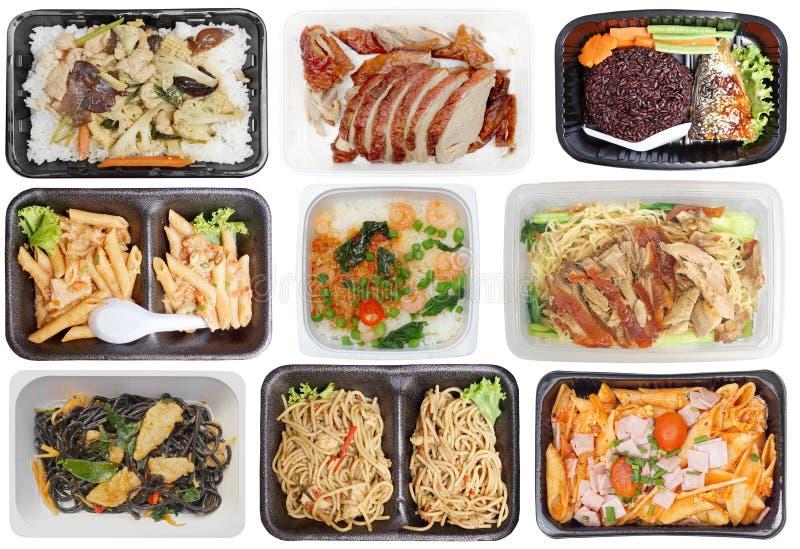 Takeaway mat i microwavable behållare arkivbilder