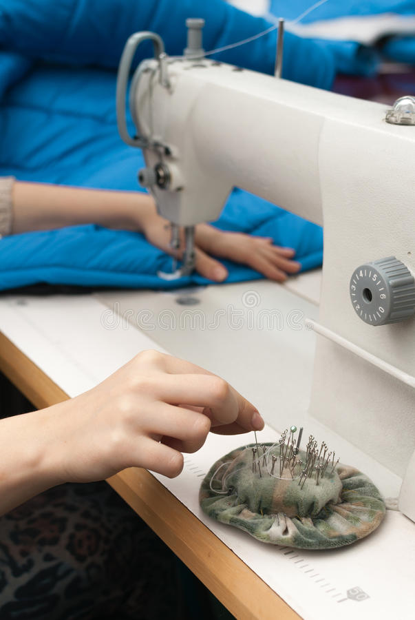 Download Takes Pins With Pads And Sew Royalty Free Stock Photography - Image: 28770927