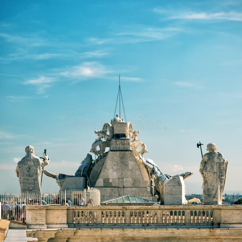 Taket av basilikan för St Peter ` s (San Pietro) i Rome arkivbild