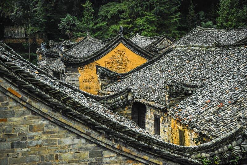 Taket av det kinesiska forntida traditionshuset royaltyfri bild