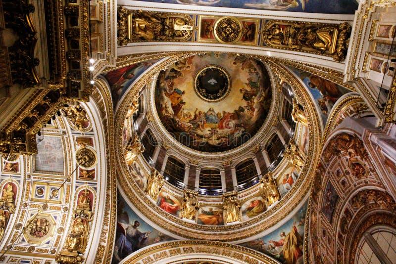 Taket av domkyrkan för ` s för St Isaac av St Petersburg royaltyfri fotografi