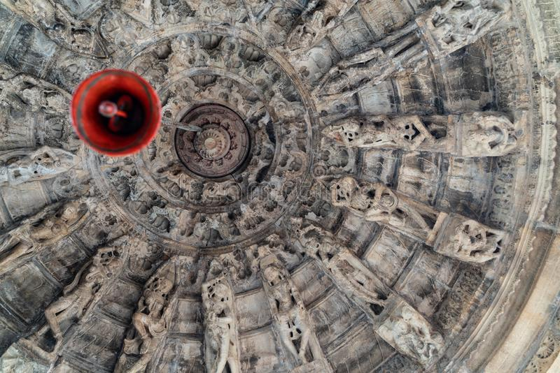 Taket inom den lilla hinduiska templet royaltyfria foton