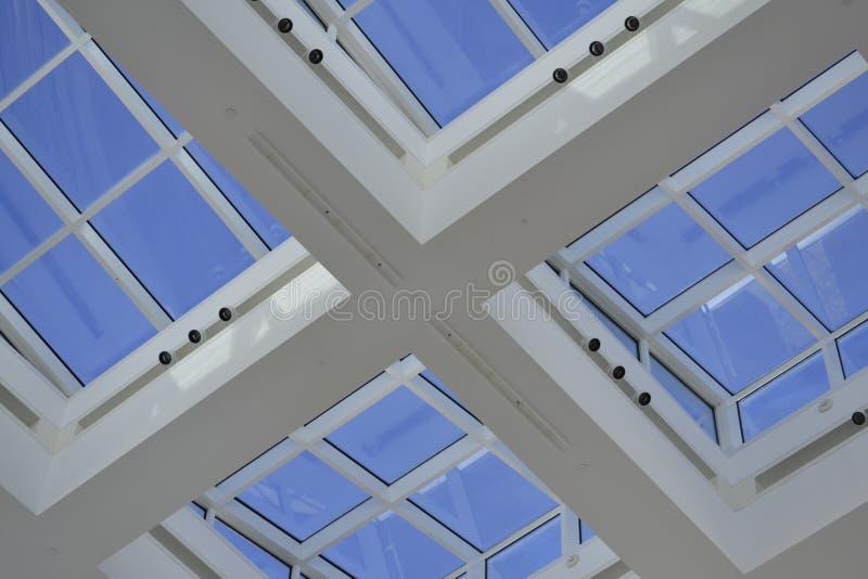 Takfönster Windows arkivfoto