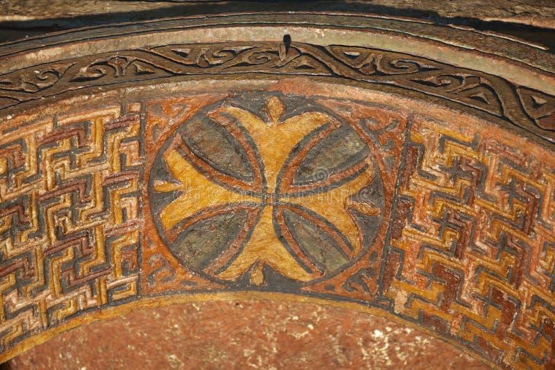 Takgarnering, vagga-huggen ut kyrka, Lalibela, Etiopien Lokal för Unesco-världsarv arkivbild