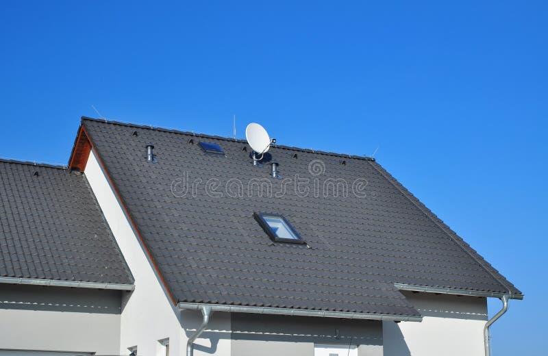 Taklägga för tak royaltyfri bild