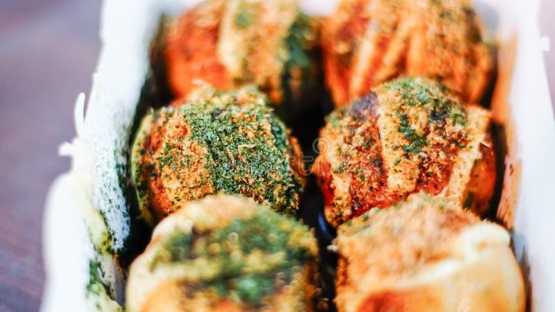 Takoyaki,可口日本式章鱼薄煎饼, 免版税库存照片