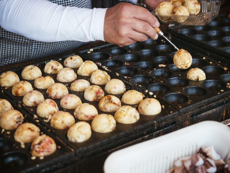 Takoyaki-Japaner-berühmte Straßen-Lebensmittel-Feinschmecker-Japan-Reise stockfoto