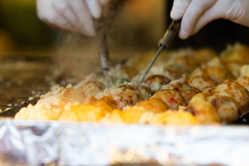 Takoyaki ? um alimento de petisco japon?s o mais famoso imagens de stock