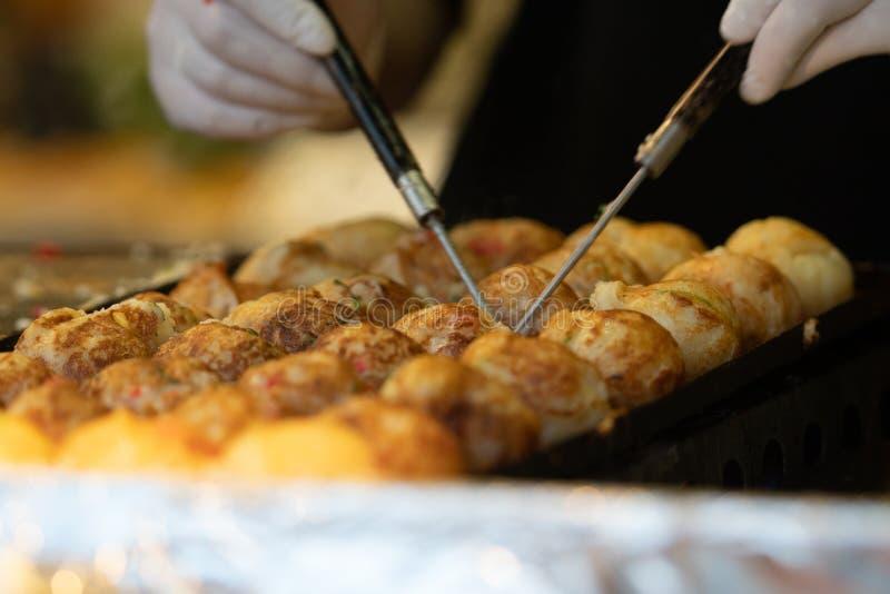 Takoyaki ? um alimento de petisco japon?s o mais famoso fotografia de stock