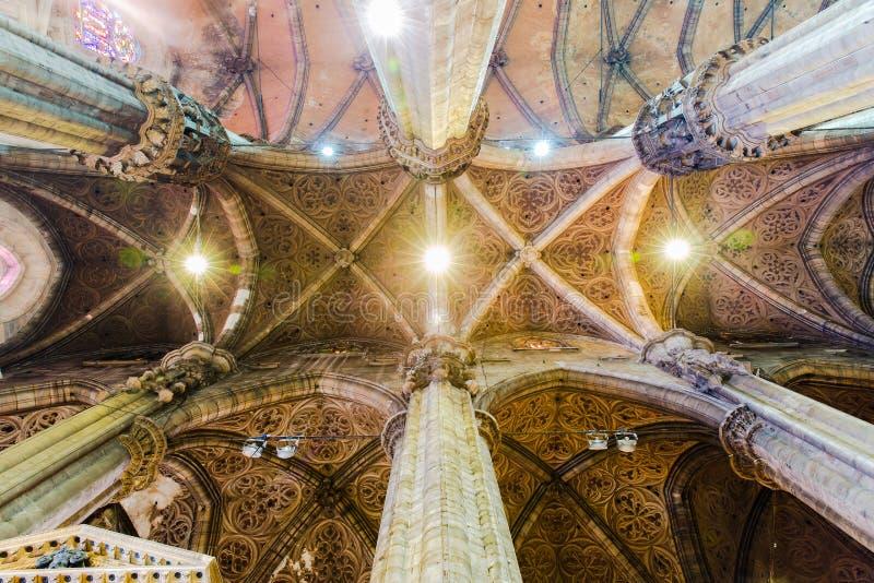Taksikt av kyrkan av duomoen, Milan arkivfoton