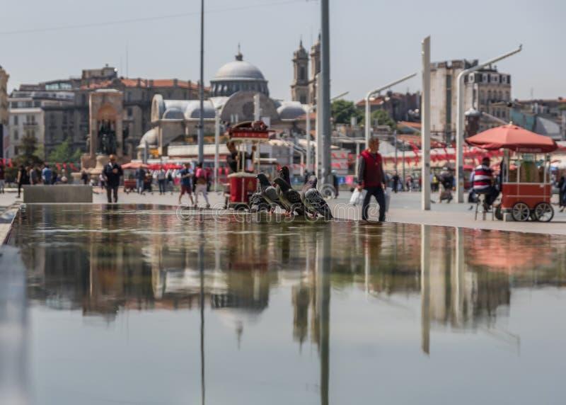 Taksim fyrkant, gammal stad Istanbul kalkon royaltyfria bilder