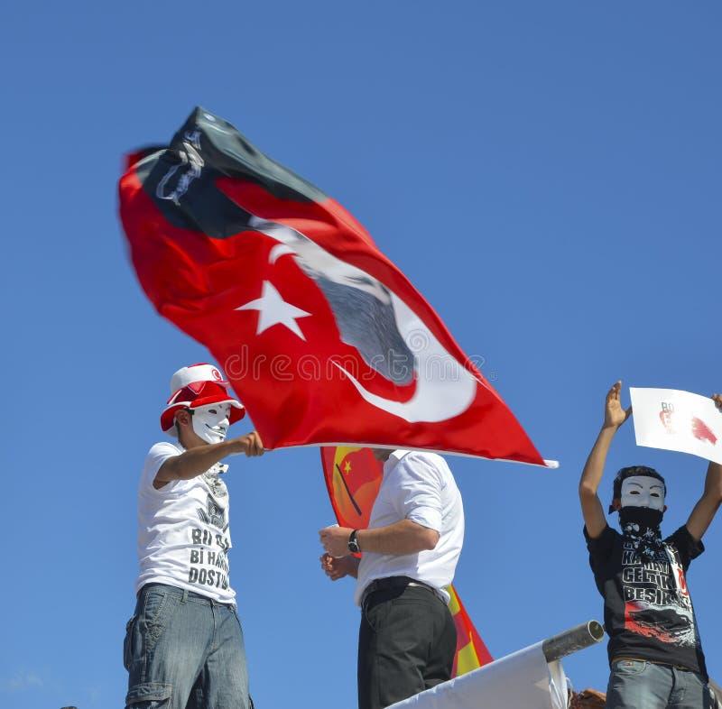 Taksim Gezi parkerar protester och händelser En sikt från protesterna I royaltyfri bild