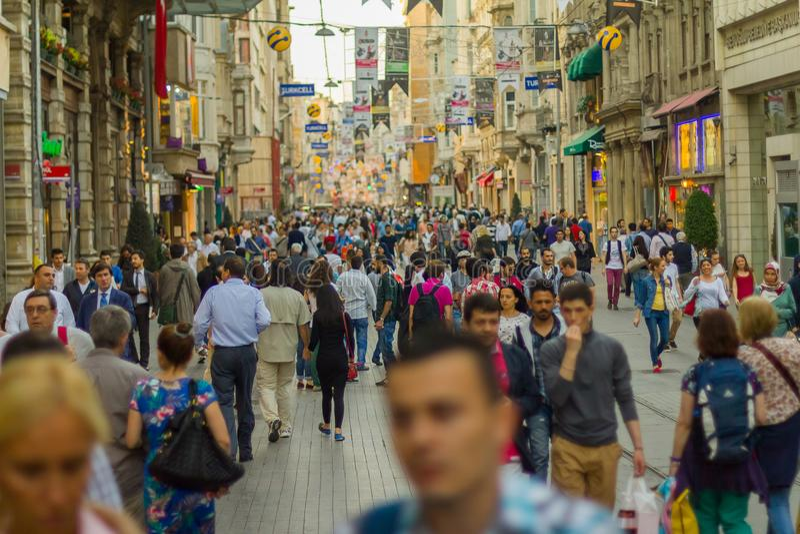 Taksim Istiklal街道是一个普遍的目的地在伊斯坦布尔 免版税库存图片
