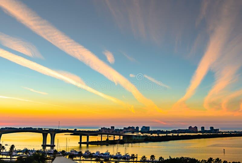 Taksolnedgång från i stadens centrum clearwater royaltyfria bilder