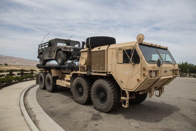 Taktisk lastbil för Milatary skurkroll utvidgad rörlighet royaltyfria bilder