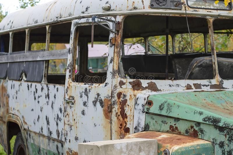 Taktisk paintballbuss Gammalt rostigt arkivfoto
