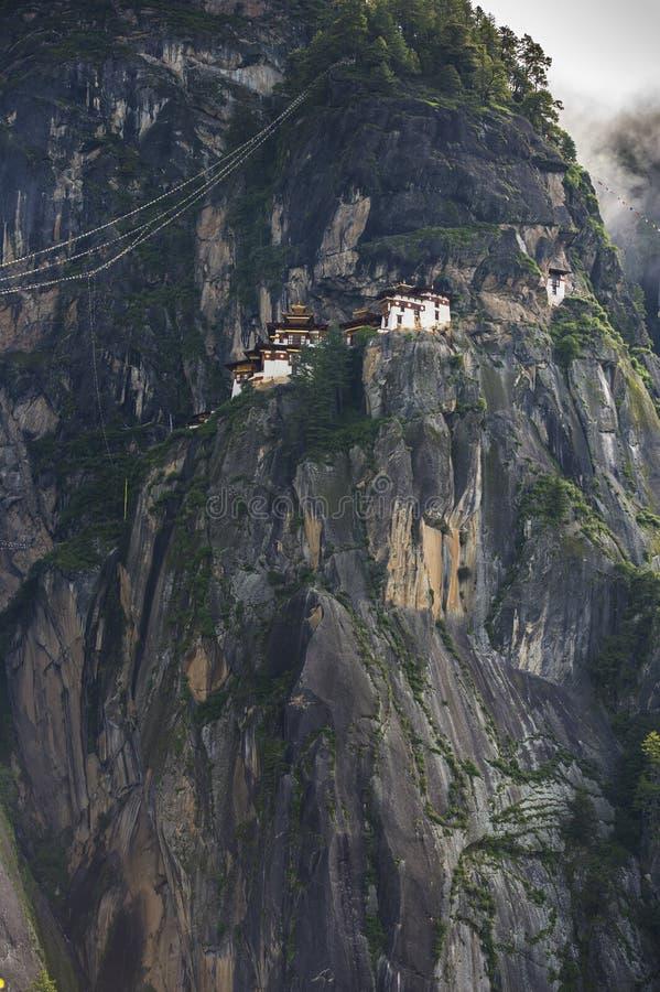 Taktshang Goemba,老虎的垂悬从峭壁面孔,Paro,不丹的巢修道院 免版税库存图片
