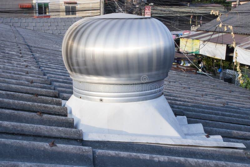 Takventilator på taket av bransch: Chiangmai Thailand - Maj 9, 2019 arkivfoton