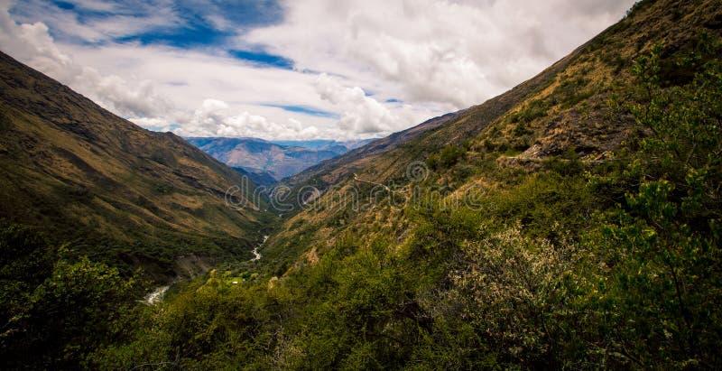 Tal in den Bergen Perus lizenzfreies stockfoto