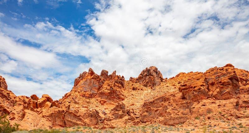 Tal des FeuerNationalparks, Nevada USA Rote Sandsteinformationen, blauer Himmel mit Wolken lizenzfreie stockbilder