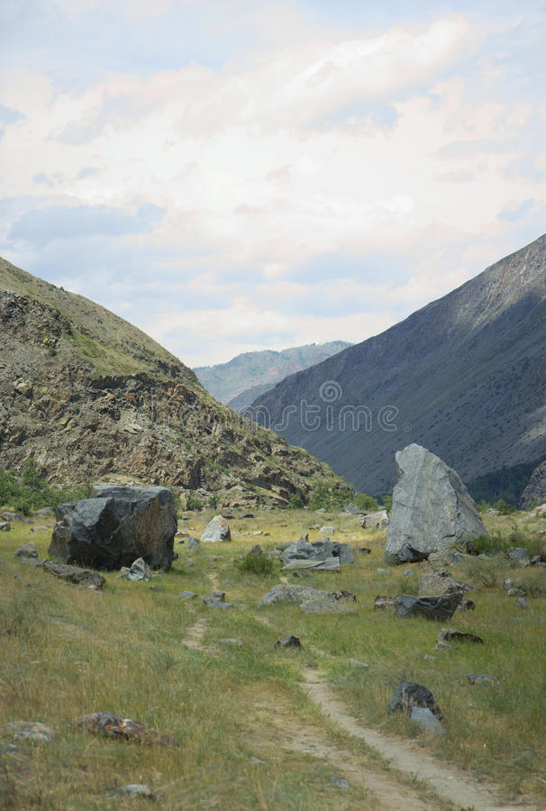 Tal des Flusses Chulyshman Panorama der großen Größe Altai-Berge, Sibirien, Russland stockfotografie