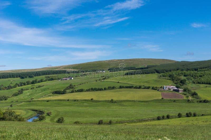 Tal durch Drumlanrig-Schloss, Dumfriesshire, Schottland Großbritannien lizenzfreies stockbild