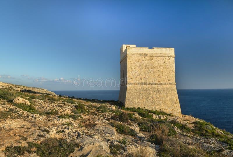 Tal Hamrija-toren dichtbij de megalitische tempel van Mnajdra royalty-vrije stock afbeelding
