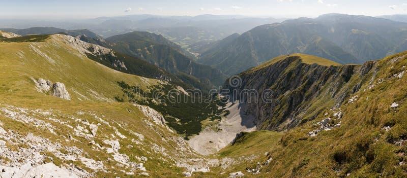 Tal hinunter den schneeberg Hügel stockfoto