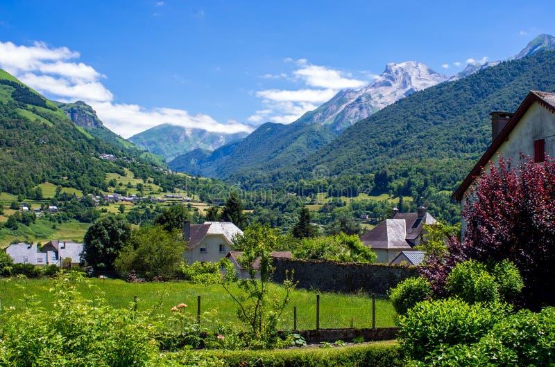Tal von Ossau, Pyrenäen, Frankreich lizenzfreies stockbild
