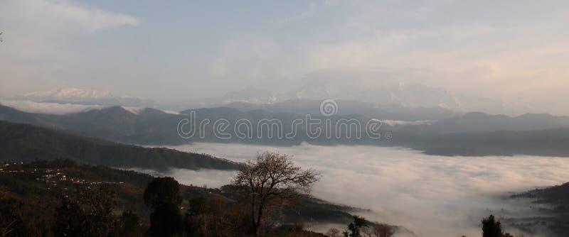 Tal von Wolken L bei Kausani, Indien lizenzfreies stockbild