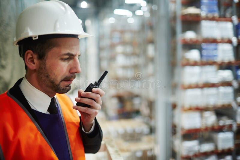 Tala på walkie-talkie royaltyfri fotografi
