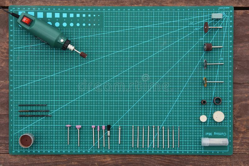 Taladro de la herramienta de la costura mini con la opinión superior de las bocas imagen de archivo