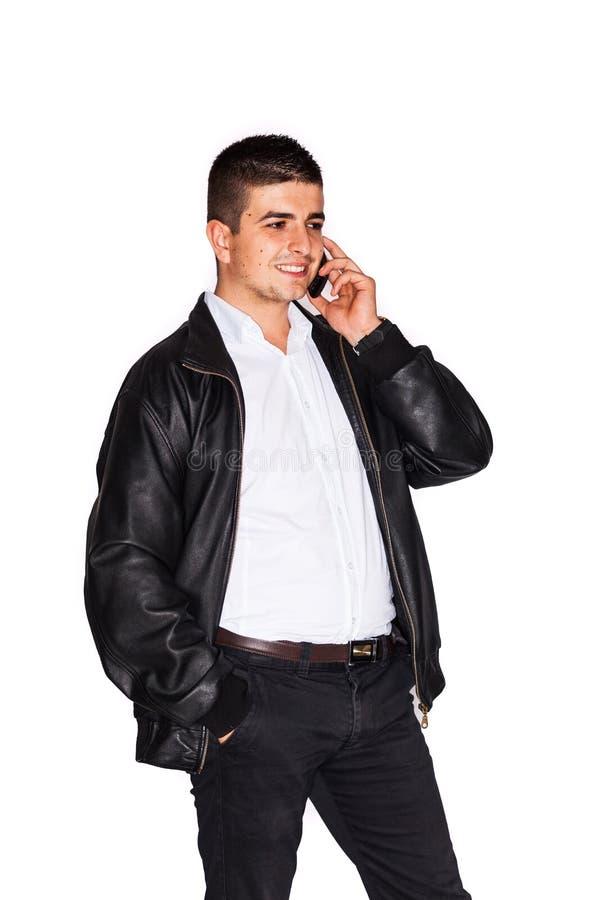 Talande affär för ung man på mobiltelefonen royaltyfria foton