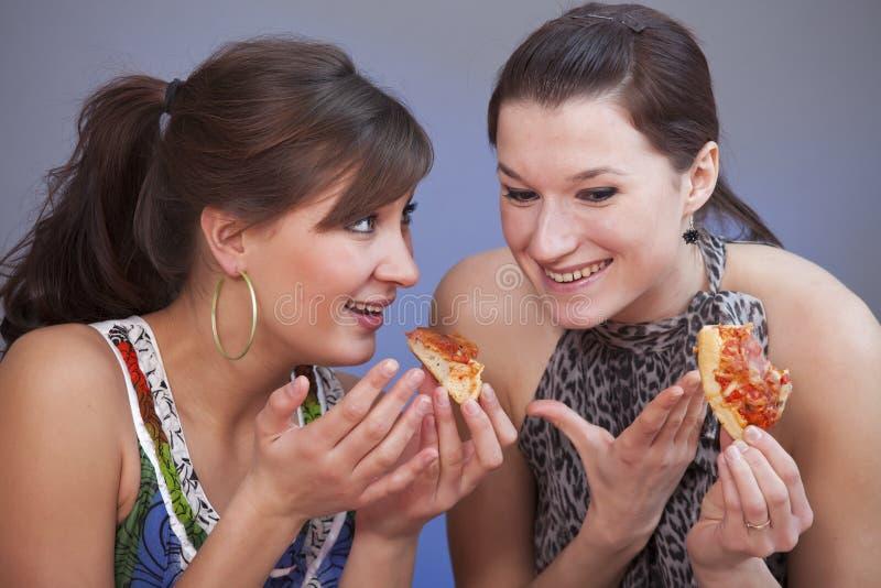 talande kvinnor för lunch arkivfoton